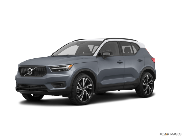 2019 Volvo XC40 T5 AWD Momentum with Premium Package & Panoramic Moonroof